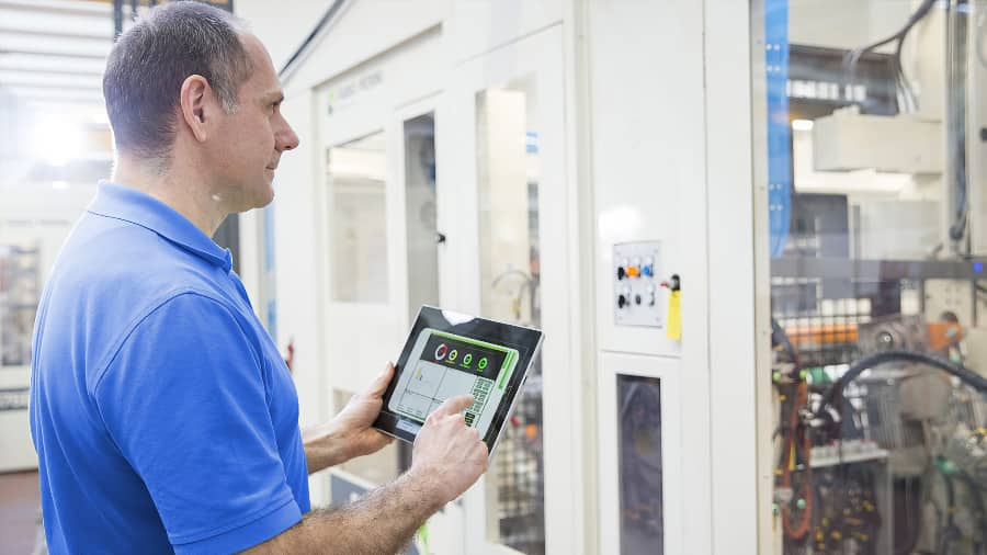 Tissue converter employee using overall equipment effectiveness to improve production